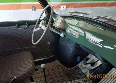 Interior del Seat 600 serie A