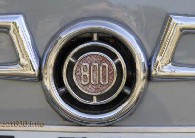 Anagrama delantero del Seat 800