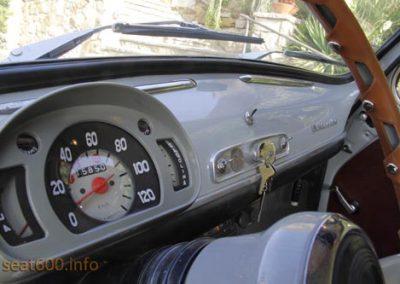 Interior del Seat 800